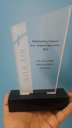 Outstanding Award from SIlkAir to JAE UPG
